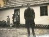Драган Глишић испред старе куће