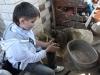 Млади Руси раде грнчарију у Злакуси